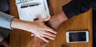 22 Advantages and Disadvantages of Diversity in the Workplace