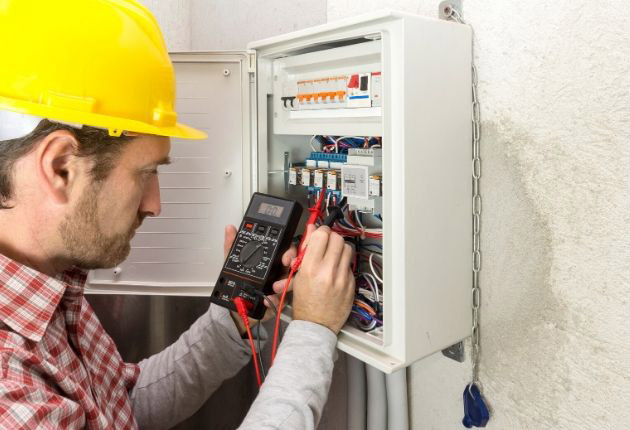 Pros and Cons of an Electrician Career